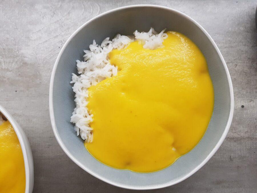 Crema di carote, cocco e curry con riso jasmine