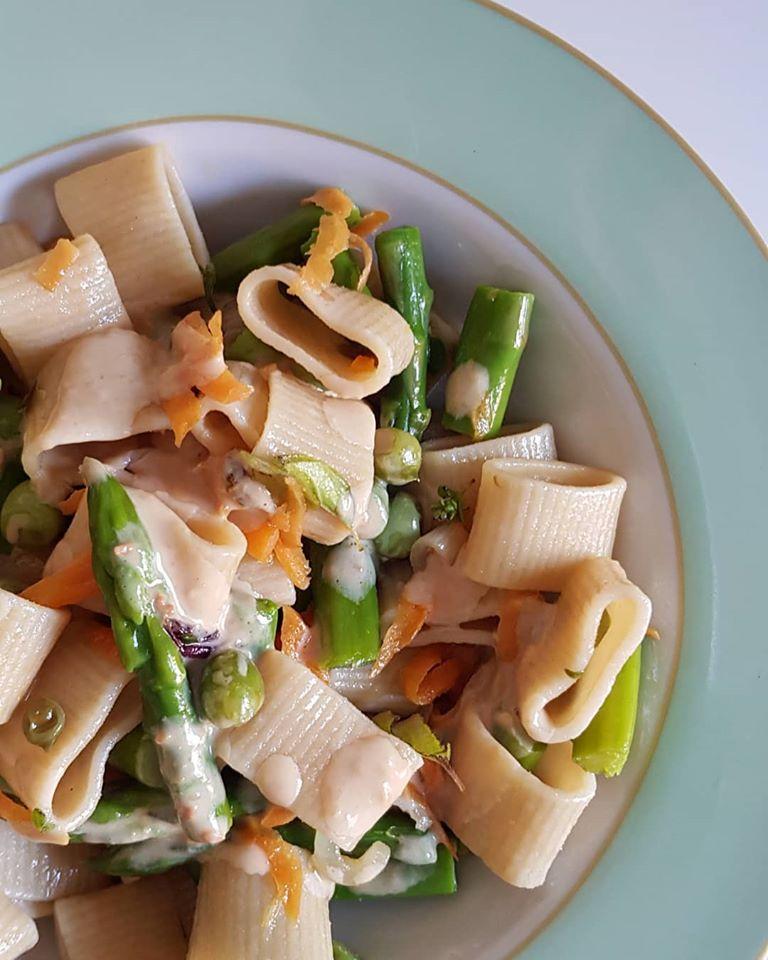 Pasta fredda agli asparagi e crema miso
